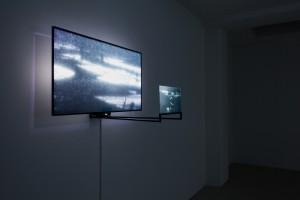 Anne Charlotte Finel, Barrage, 2016, vidéo HD, 6', musique Luc Kheradmand, dispositif Anne Charlotte Yver, vue de l'installation à la galerie Jousse Entreprise, 2016