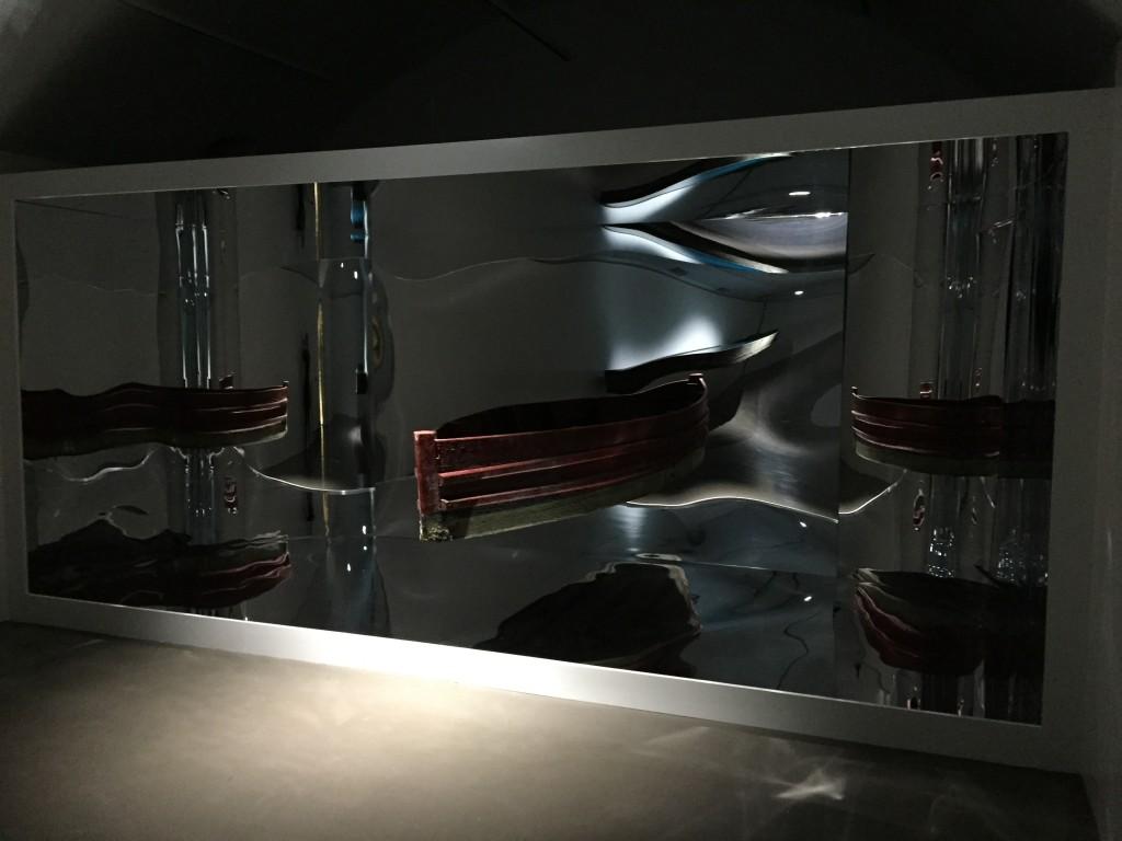 Barque-miroir (vue de biais).