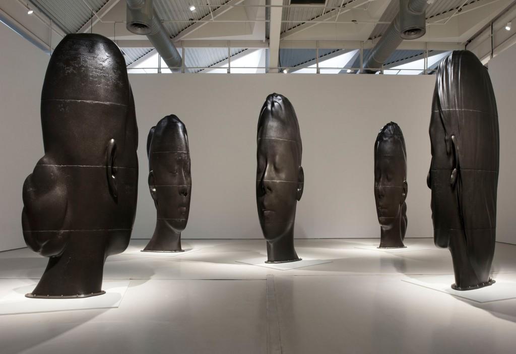 Lou, laura Asia, Mar Julia, Wilsis, fonte de fer, pour chaque oeuvre : hauteur, entre 445 et 450cm , largeur entre 158 et 180 cm de largeur, profils entre 53 et 70 cm.