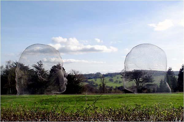 Nuria & Irma, 2010, acier inoxydable, 400x300x400cm et 400x290x300cmYorkshire sculpture Park, Royaume-Uni.