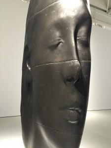 Détail d'une des sculptures en fonte de fer
